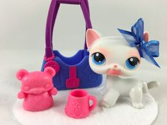 Littlest Pet Shop Cute White Shorthair Cat 64 w Blue Eyes Accessories Little Pet Shop, Little Pets, Lps Sets, Christmas Presents, Christmas Ornaments, Cat Aesthetic, Selling On Ebay, 4th Birthday, Blue Eyes