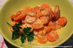 Questo contorno è buonissimo e un ottimo modo per far mangiare le verdure ai bambini! Io le ho preparate con la pentola a pressione ma potete anche usarne una tradizionale. Ingredienti per 4 persone:  500g di carote 30g di burro 200ml di latte 50g di parmigiano grattugiato sale q.b. pepe q.b. Latte, Thai Red Curry, Meat, Chicken, Ethnic Recipes, Blog, Cooking, Kitchen, Blogging