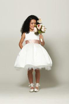83bbdca14e5 10 Adorable Flower Girl Dresses