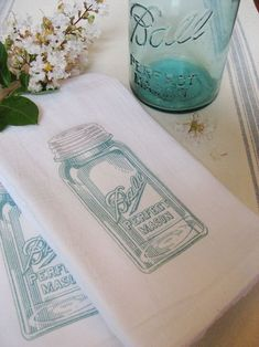 What a great idea! Mason jar tea towels! Find out here how to make these...