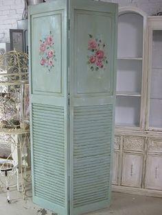 biombo con persiana y madera