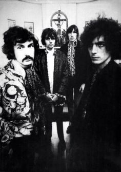 Pink Floyd (Syd Barrett era) From a post called : ''The Dark Angels of Altamont/Gothic Requiem for the Flower Power'' on Loud Alien Noize David Gilmour, Great Bands, Cool Bands, Rock N Roll, Arte Pink Floyd, Musica Punk, Classic Blues, Classic Rock, Richard Wright