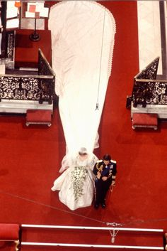 July Lady Diana Spencer marries Prince Charles at St. Paul's Cathedral in London. Princess Diana wedding dress featured a train and was designed by Elizabeth Emanuel Princess Diana Wedding Dress, Royal Wedding Gowns, Princess Diana Fashion, Princess Diana Family, Princes Diana, Wedding Dress Train, Royal Weddings, Wedding Dresses, Lady Diana Spencer