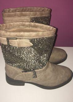 À vendre sur #vintedfrance ! http://www.vinted.fr/chaussures-femmes/bottines/56239591-bottines-camel