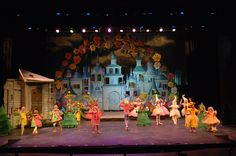 The Wizard of Oz Madison Square Garden Tour Sets, Props, and Costumes Rental #tmtcompany #thewizardofoz