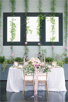 pink and gold reception decor @weddingchicks