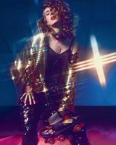 Brilho na pista: entre no clima festivo da noite de sábado e abuse de confortáveis calças de jogging leggings moletons e jaquetas bomber bordados com paetês. Na #VogueMarço (nas bancas!) há um ensaio especial no melhor estilo Flashdance para te inspirar. Já tem a sua revista? (foto: @manuelnogueira; modelo: Raquel Radiske; styling @crisoiwane e @neelciconello; beleza: Robson Almeida). #voguemarco #brilhonapista  via VOGUE BRASIL MAGAZINE OFFICIAL INSTAGRAM - Fashion Campaigns  Haute Couture…