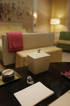 Gossip Girl: Serena's room at the Waldorfs