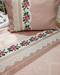 Cross Stitch Borders, Cross Stitch Designs, Designer Bed Sheets, Cushion Embroidery, Embroidered Bedding, Filet Crochet, Home Accessories, Bed Pillows, Diy And Crafts
