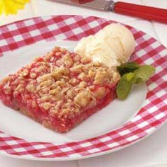 Rhubarb Oatmeal Bars-- did not have quite enough rhubarb in my CSA this week (only about 1 C, not so I added strawberries which were, of course, delicious. I cut the rhubarb super small to make sure it didn't come out crunchy. Just Desserts, Delicious Desserts, Dessert Recipes, Yummy Food, Cake Recipes, Rhubarb Oatmeal Bars, Rhubarb Crunch, Rhubarb Cake, Rhubarb Recipes