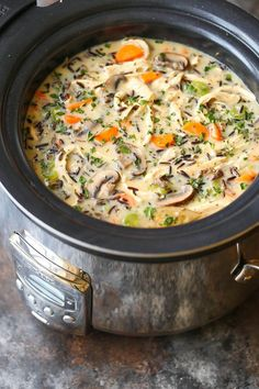 Slow Cooker Chicken and Wild Rice Soup - Pure creamy comfort food made right in . Slow Cooker Chicken and Wild Rice Soup – Pure creamy comfort food made right in your crockpot! So quick, easy, and hearty with veggies, rice and chicken! Slow Cooker Huhn, Crock Pot Slow Cooker, Crock Pot Cooking, Slow Cooker Recipes, Cooking Recipes, Crockpot Meals, Dinner Crockpot, Crockpot Veggies, Meal Recipes