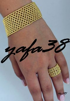 This Pin was discovered by Joa Beaded Bracelet Patterns, Seed Bead Bracelets, Seed Bead Jewelry, Bead Jewellery, Jewelry Making Beads, Bangle Bracelet, Seed Bead Patterns, Beading Patterns, Bead Weaving
