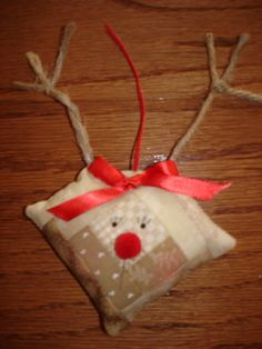 Log cabin Rudolph reindeer Quilted Ornament for sale on etsy Christmas Bazaar Crafts, Quilted Christmas Ornaments, Fabric Ornaments, Santa Ornaments, Christmas Sewing, Christmas Crafts, Christmas Decorations, Christmas Fair Ideas, Christmas Love