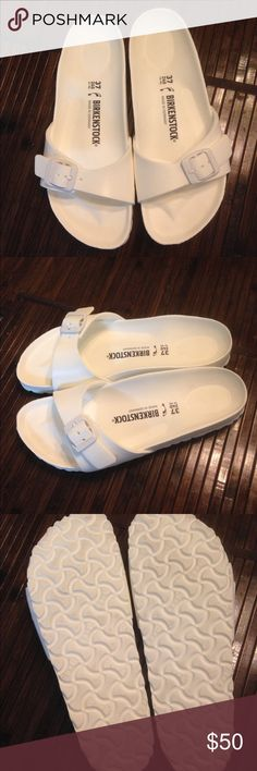 Birkenstock slippers Almost new Birkenstock slippers worn once. Size 27 Shoes Slippers