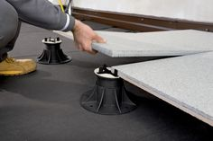 Quick and easy fixing for porcelain tiles on balconies, terraces and flat roofs with Eterno Ivica pedestals.