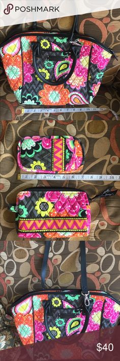 ⬇️⬇️Vera Bradley Mandy Tote/Shoulder Bag Set of 3 Retired Ziggy Zinnia print, in not real familiar with Vera Bradley bags so I don't know all the names and such but they are all in like perfect condition m... Shoulder bag/Tote/crossbody Bag Makeup Case & Eye Glass holder all in like perfect condition. Beautiful print!  Love the black outline! Great for school teacher.. or anyone...dies come with the crossbody strap Vera Bradley Bags Shoulder Bags