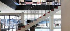 Holz und klare Linien. In der modernen Architektur tritt dieser regionale zuwachsende Rohstoff auf neue Art in den Mittelpunkt. Stairs, Design, Home Decor, Modern Architecture, Wood, Clean Lines, Ladders, Homemade Home Decor, Stairway