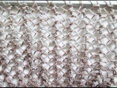 TRICOT. Point de Bourse (point ajouré idéal pour l'été). Le rendu est plus aérien avec des aiguilles d'un n° plus grand que celui prévu pour la laine. Nombre de mailles pair. Rang 1 : tout à l'end. Tous les rangs suivants : 1 m.lis, * 1 jeté, 2 m.ens à l'env *, répéter de * à * et terminer par 1 m.lis. - tutoriel en vidéo Lace Knitting, Knitting Stitches, Knitting Patterns, Knitting Videos, Knitting Projects, Tunisian Crochet, Knit Crochet, Tricot Simple, Le Point
