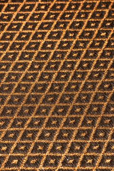 Hand-woven fique and copper threads Rhombus weave rug. #FiberRug #MetalRug #Rugs #Tapete #TapetedeFibra Woven Rug, Weave, Hand Weaving, Fiber, Copper, Textiles, Rugs, Metal, Carpet