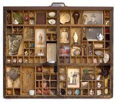 Кабинет редкостей в викторианском стиле со старыми фото