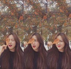 hanya tntng postingan SELEBGRAM💕 #fakeinstagram #fiksiremaja # Fiksi remaja # amreading # books # wattpad Ulzzang Short Hair, Ulzzang Korean Girl, Ulzzang Couple, Cute Photo Poses, Fake Instagram, Cute Girls, Cool Girl, Korean Beauty Girls, Uzzlang Girl