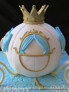 Jake's Cakes: Cinderella carriage cake