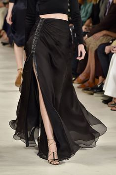 Ralph Lauren at New York Fashion Week Spring Ralph Lauren at New York Fashion Week Spring 2015 Ralph Lauren at New York Spring 2015 (Details) - Dark Fashion, High Fashion, Womens Fashion, Fashion Spring, Fashion Fashion, New York Fashion, London Fashion, Skirt Outfits, Dress Skirt