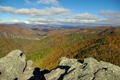 View from atop Hawksbill Mountain in Pisgah National Forest in NC - Linville Gorge Nc Mountains, North Carolina Mountains, North Carolina Homes, Blue Ridge Mountains, Linville Gorge, Florida Camping, Camping And Hiking, Rv Camping, Some Beautiful Pictures