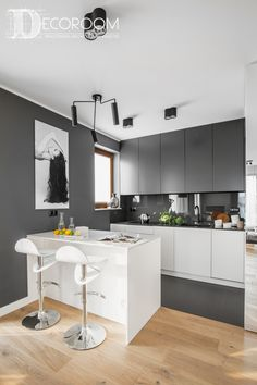 cute Kitchen Design Ideas You'll want to Steal. Cute Kitchen, Kitchen Reno, Kitchen Dining, Kitchen Cabinets, Modern Contemporary Homes, Leroy Merlin, Kitchen Lighting, House Design, Furniture