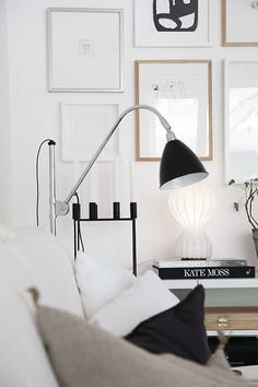 Amazing and Unique Tricks Can Change Your Life: Modern Minimalist Living Room Low Beds minimalist home furniture black white.Warm Minimalist Home Rustic minimalist interior living room small spaces.Minimalist Home Inspiration Simple Living. Inspiration Wand, Decoration Inspiration, Interior Design Inspiration, Decor Ideas, Minimalist Decor, Minimalist Living, Minimalist Kitchen, Minimalist Interior, Minimalist Bedroom