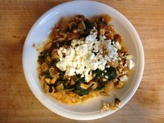 #fabulous-fit-beautiful  For dinner I made some whole grain pasta with a really simple tomatoe sauce spinach champignons and ewes cheese :)  Enter to win a Cuisinart Cookware Set