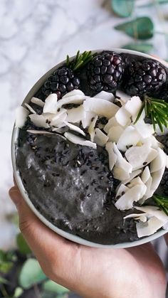 Most recent Pic Black Sesame Smoothie Bowl ~ Recipe Popular Smoothie Recipes delicious and healthy… You will find therefore several recipes flying on the n Apple Smoothies, Strawberry Smoothie, Healthy Smoothies, Smoothie Recipes, Healthy Fruits, Healthy Snacks, Healthy Recipes, Smoothie Bowl, Black Food