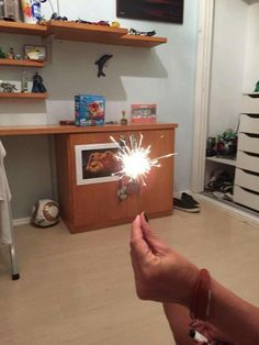 FRANCISCO - Fenômeno Químico. Uma vela de Aniversário Se queima. O fogo Tranformou a vela em cinza.