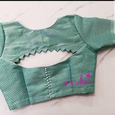 Blouse Back Neck Designs, Stylish Blouse Design, Fancy Blouse Designs, Sari Blouse Designs, Designer Blouse Patterns, Pattern Blouses For Sarees, Dress Designs, Kurta Designs, Mehndi Designs