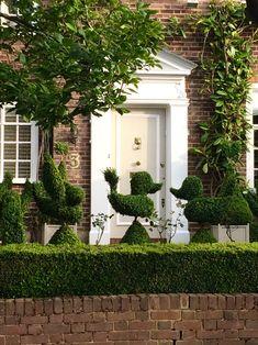 The best front garden ideas - smart, easy and cheap - The Middle-Sized Garden   Gardening Blog Backyard Garden Landscape, Small Backyard Gardens, Large Backyard, Small Space Gardening, Small Gardens, Front Gardens, Backyard Ideas, Garden Landscaping, Garden Design Ideas On A Budget