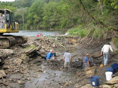 The Iowa Geological Survey discovered the fossils during a mapping project of the Upper Iowa River. Researchers subsequently found at least 20 P. decorahensis individuals, and had to dam the river to safely remove the specimens.<br />