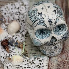 Gorgeous, tattoo inspired porcelain skull by artist Hannah Getley. Fabulous photos by Janice Issitt. Check out her blog piece about the artist http://janiceissittlifestyle.blogspot.co.uk/