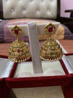 Gold Jhumka Earrings, Jewelry Design Earrings, Gold Earrings Designs, Gold Jewellery Design, Ear Jewelry, Gold Jewelry, Jewelery, Gold Necklace, Snap Snapchat