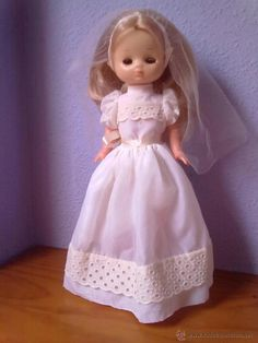 LESLY DE FAMOSA VESTIDA DE COMUNION AÑOS 70 VESTIDO Nº 678 VER FOTOS Nancy Doll, Girls Dresses, Flower Girl Dresses, Doll Clothes, Dolls, Wedding Dresses, Vintage, Fashion, Doll Dresses