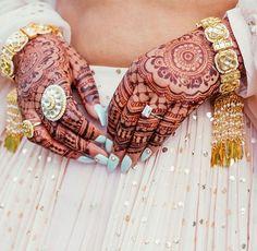 Wedding Looks, Bridal Looks, Bridal Style, Indian Wedding Planning, Wedding Planning Websites, Bridal Accessories, Bridal Jewelry, Bridal Henna Designs, Designs Mehndi