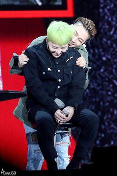 161126 G-Dragon & Taeyang @ Hajimari No Sayonara Event in Osaka © Always-GD | Do not edit.
