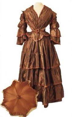 Rich & coppery for your Tuesday morning! 1850-1855 Silk taffeta dress with matching parasol. Museum of Applied Arts, Budapest.