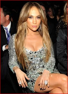 Jennifer Lopez her hair Celebrity Hairstyles, Wig Hairstyles, Layered Hairstyles, Light Brown Hair, Hot Dress, Brown Hair Colors, Mode Style, Human Hair Wigs, Sensual
