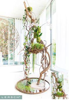 Gregor Lersch Floral Design added a new photo. Ikebana, Deco Floral, Arte Floral, Flower Show, Flower Art, Art Floral Japonais, Gregor Lersch, Flower Structure, Flora Design