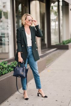 The H&M green double breasted blazer you need now! I love the way a blazer creates an effortless chic look. You can wear as a casual work outfit, or a out for dinner.  Green is super on-trend, and this dark green blazer looks great paired with cropped dark wash jeans for a dressy denim look. @TheStyleEditrix #blazers #trendydenimlooks #workoutfits #officeoutfits #streetstyle