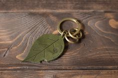 木の葉のタグのキーホルダー | 革小物のDURAM FACTORY