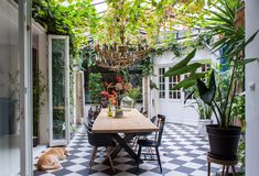 Tess loves hanging out in the greenhouse as well. The dining table is from Houthandel Woerden. The dining chairs are a mix of design classics (like the Eames armchair) and vintage finds.
