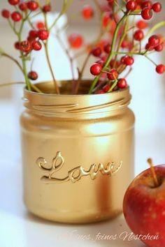So wird das Marmeladen-Glas zu einer edlen Vase!