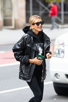 Hailey Baldwin in Leather – GotCeleb - Marry Ko.- Hailey Baldwin in Leather – GotCeleb – Marry Ko. Hailey Baldwin in Leather – GotCeleb – - Street Style Inspiration, Outfits Inspiration, Outfit Trends, Inspiration Mode, 2020 Fashion Trends, Fashion 2020, Star Fashion, Look Fashion, Fashion Fall