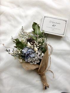 Little Flowers, My Flower, Pretty Flowers, Small Wedding Bouquets, Winter Wedding Flowers, Dried Flower Bouquet, Dried Flowers, Creative Gift Baskets, Dried Flower Arrangements